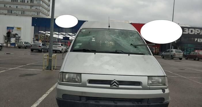 снимки: ПетелКакто Петел вече писа, на паркинг на няколко големи
