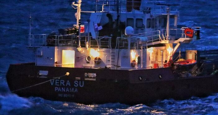 снимка: БулфотоЗаради лошото време там корабът се е наклонил още