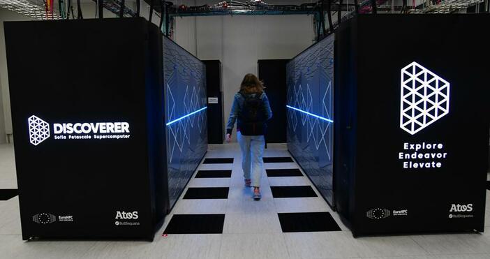 """снимки БулфотоБългарският суперкомпютър """"Discoverer"""", част от мрежата на високопроизводителните машини"""